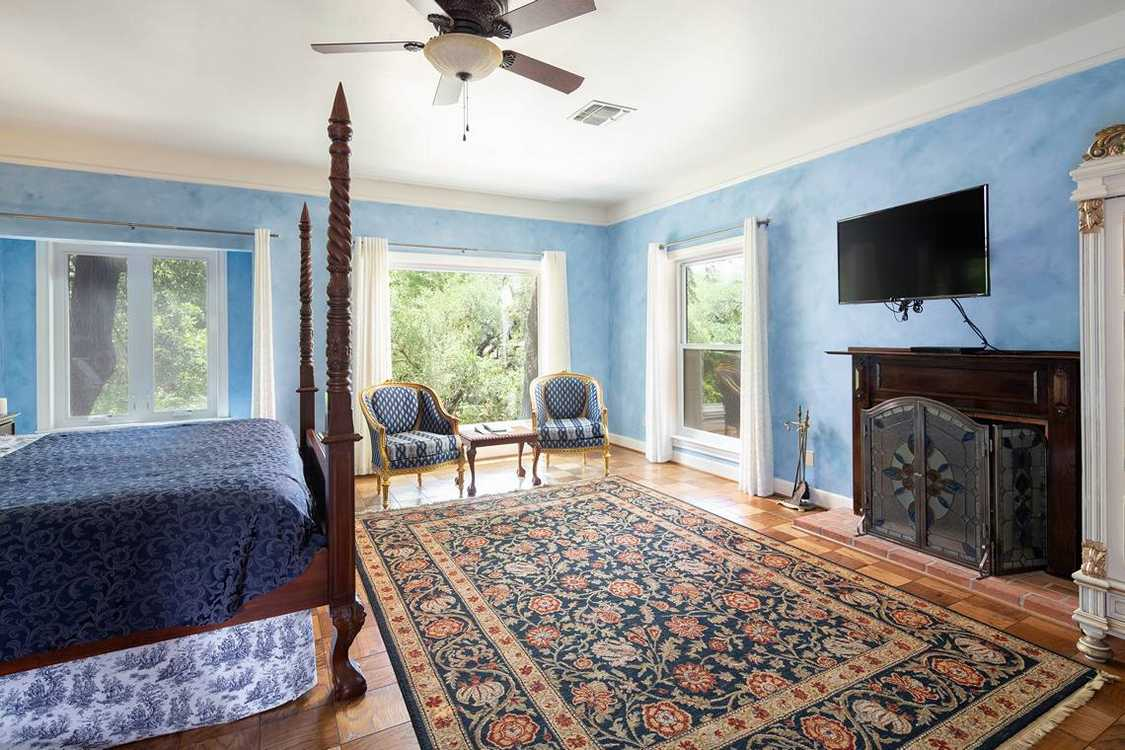 Bluebonnet Room (5)