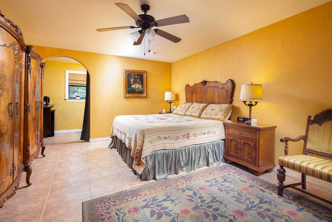 honeymesquite-room2