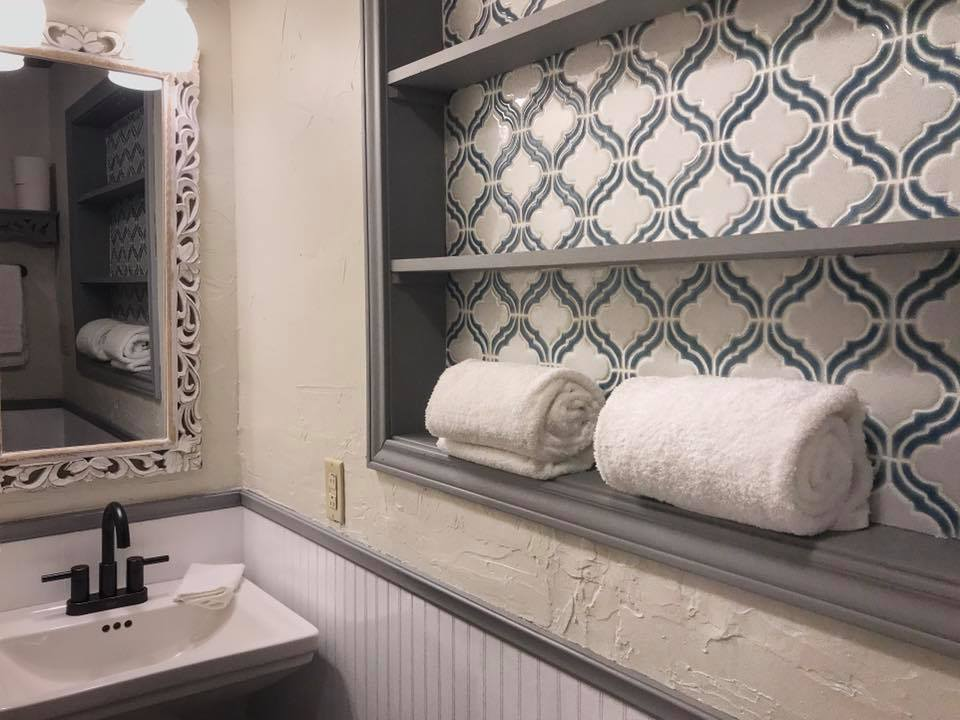 Comphy Towels and rustic design