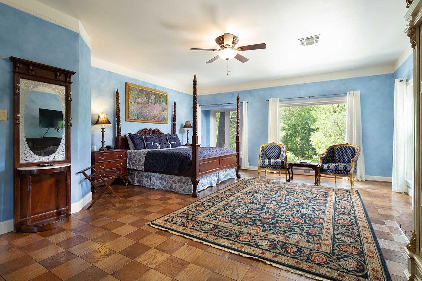 bluebonnet bed windows
